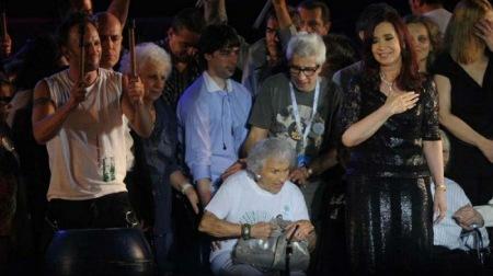 Madres de Desaparecidos Políticos con Cristina, el 9 de diciembre 2012.