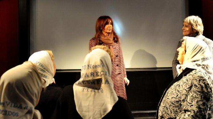 Cristina Kirchner en sede de cultura de Madres Plaza de Mayo
