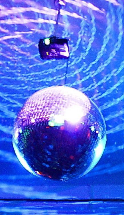 Por Amílcar Moretti. Esfera de luces 2013.