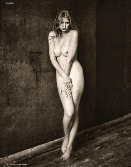 Foto por Paolo Roversi, de la supermodelo Lara Stone. 10 de voviembre 2012. Le Magazine du  MOnde.