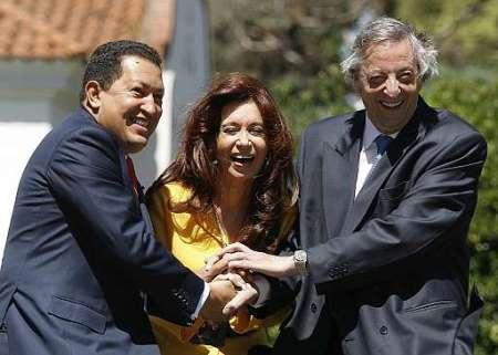 Hugo Chávez, comandante; Cristina y Néstor Kirchner.