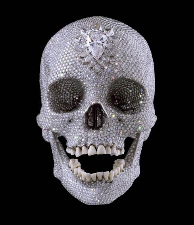 """""""Por el amor de Dios"""", una de las obras caras del artista más caro del mundo: Damien Hirst, inglés. (???) Se trata de una calavera """"forrada"""" de diamentes auténticos. (????)"""