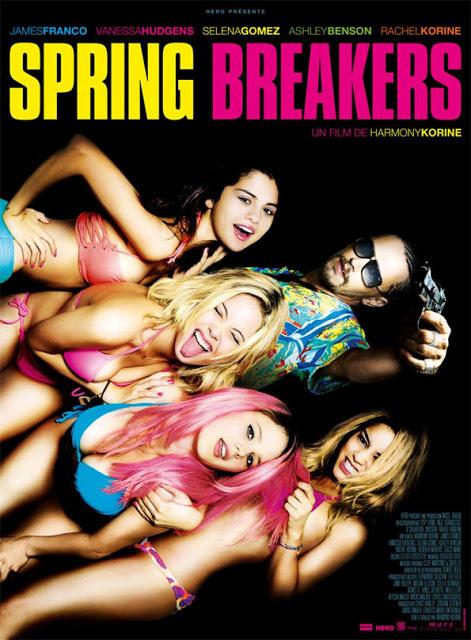 """""""Spring Brakers"""" (nombre con que los universitarios norteamericanos llaman a sus vacaciones de verano, en especial si se dedican a la joda con """"sexo, drogas y rock and roll"""", o mejor, fiestas algo fuertes pero legitimadas, franeleo colectivo de cuerpos en festivales, mucha cerveza, música electrónica, y sexo en variantes lesbi, masturbatorias y de oratoria sexual. Todo en círculos cerrados. Algo de coito heterosexual también, claro, además de subir bastante a internet."""