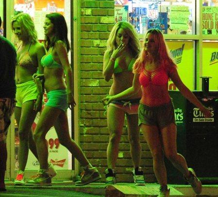 """Las cuatro heroínas de """"Spring Breakers""""."""