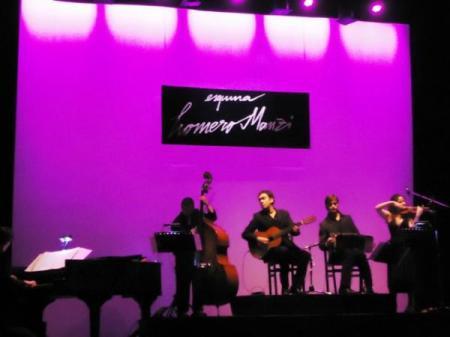 Julián Hermida Quinteto. Así: Julián, guitarra; Myriam Gandarillas, violín; Nicolás Enrich, bandoneón; Juan Pablo Gallardo, piano, y Hernán Paglia, contrabajo).