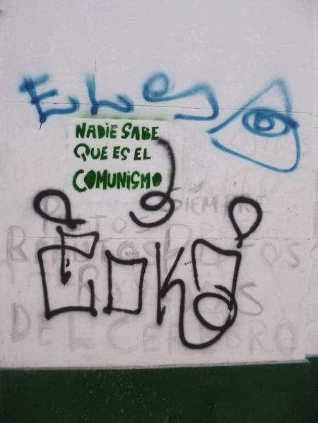 """""""Nadie sabe qué es el comunismo"""", grafito en pared Pasaje Discépolo. Av. Corientes y Callao. 24 de marzo 1976, a 37 años del último golpe militar de la derecha en Argentina."""