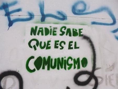 """""""Nadie sabe qué es el comunismo"""", grafito en el Pasaje Discépolo, entre Corrientes y Callao, calles de Buenos Aires. 24 marzo 2013. A 36 años última dictadura militar argentina."""