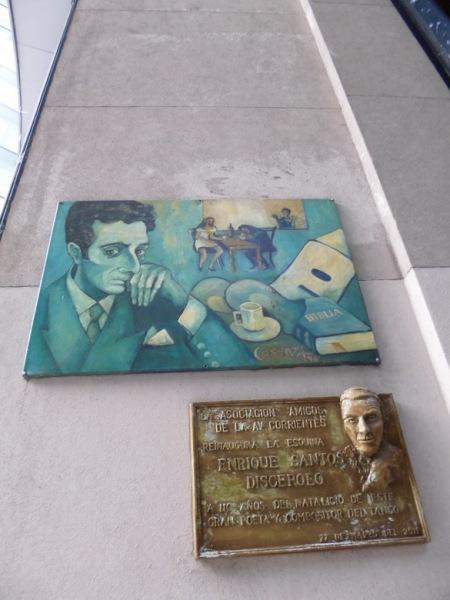 """Amílcar Moretti. Pasaje Discépolo, placas. Av. Corrientes y Callao. """"Nadie sabe qué es el comunismo"""". 24 de marzo 1976. Argentina."""