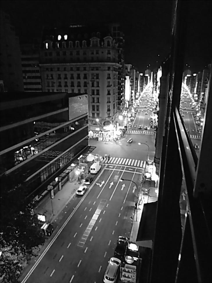 Dictadura Militar Argentina: 24 de marzo. A 37 años, la Avenida Corrientes se prepara, sábado 23 del 2013, a las 23 horas. Foto por AMÍLCAR MORETTI.