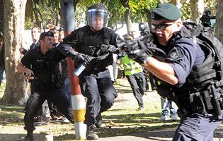 ¿Tanta represión militar contra quién?