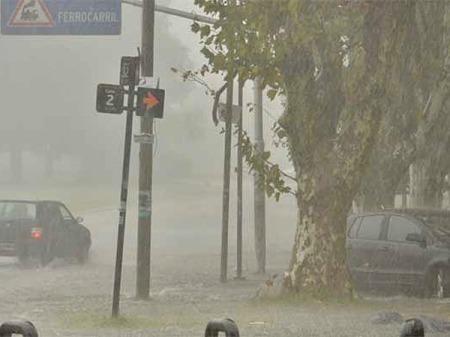 El azote de día. Como un ciclón en una isla del Pacífico. De Infobae.com