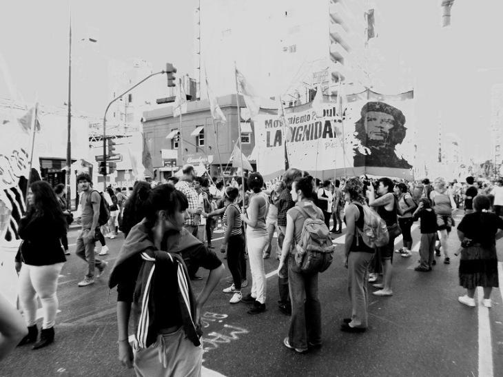 Militantes de izquierda, en este caso del MAS, trotzquista, marchan el último domingo 24 de marzo pasado en repudio de la última dictadura militar argentina. Se concentrarán en Plaza de Mayo. Foto por Amílcar Moretti.