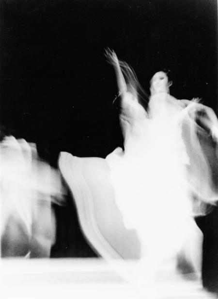 Foto por Amílcar Moretti, en algún momento entre finales de la década del 70 y principios de la del 80 del siglo pasado. La Plata. Argentina. Imagen registrada con película Kodak Tri-X