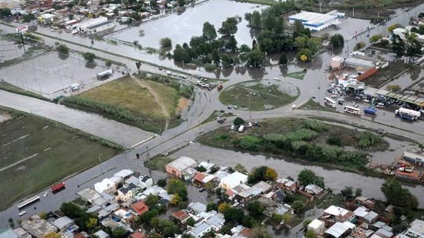 Ciudad de La Plata, capital de la provincia más rica, inundada. Argentina. Diario EL DIA, de La Plata.