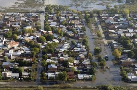 Inundación de La Plata, capital de la provincia más poderosa de Argentina. 4 y 5 de abril 2013. (imagen consignada en elfaro.net)