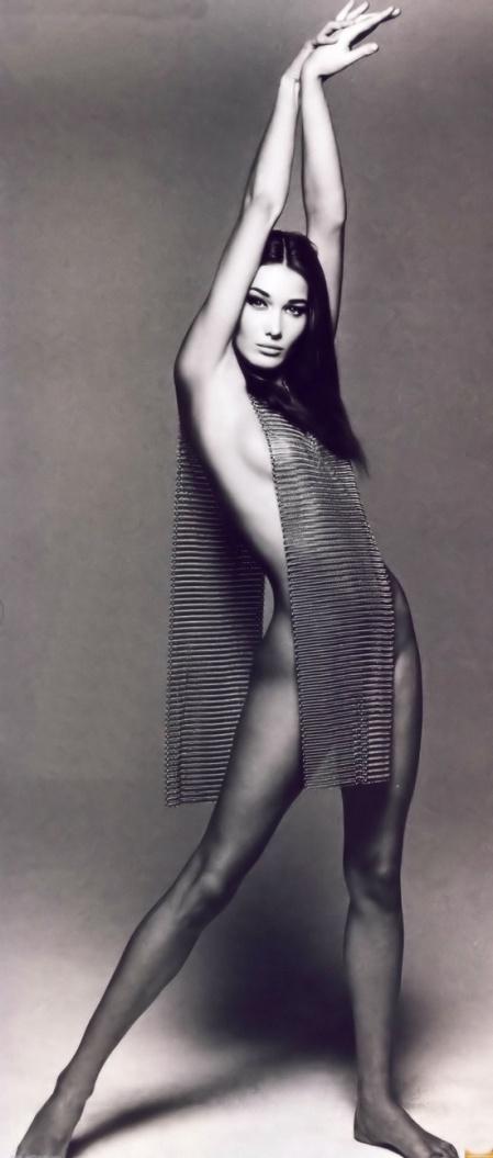 Carla Bruni. (autor no consignado). Reblogueado de Aurélie DNL Pinterest