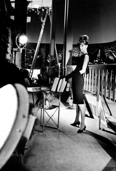 """Audrey Hepburn durante la filmación de """"Muñequita de lujo"""", dirigida por el gran Blake Edwards sobre la novela de Truman Capote """"Desayuno en Tiffany"""""""