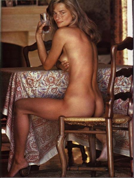 Charlotte Ramplin siempre posó desnuda para grandes fotógrafos, sus amigos. Aquí registrada en 1974 por Helmut Newton, uno de los creadores que más marcaron la fotografía erótica de desnudo femenino en los últimos 40 años.