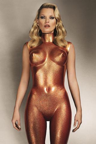 35 mil a 45 mil dólares por una imagen de la supermodelo desnuada bañada en cobre, obra del británico Allen Jones.