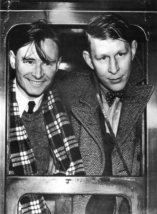 Ch. Isherwood y su amigo de viajes, el grandísimo poeta WE.H. Auden.