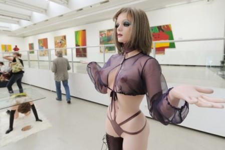 Muestra en museo de obras de Allen Jones.