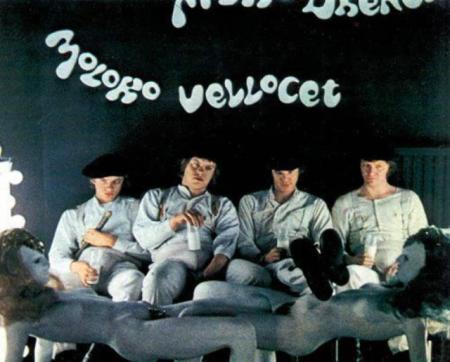 """Mesa-mujer en """"La naranja mecánica"""", 1971, película de Stanley Kubrick."""
