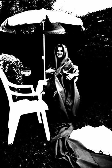 virgen desorientada. desorientada virgen durante serenata a la luz de la luna