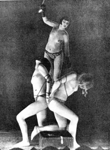 Un típico número musicalizado en uno de los más célebres cabaretes de Berlín, en los años 20 del siglo pasado.