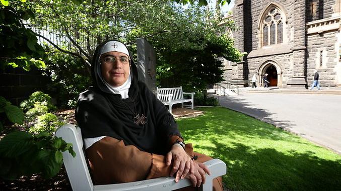 Madre Agnés-Mariam de la Croix, quien denuncia el genocidio perpetrado en Siria y la matanza y ocupación que se ha planificado.