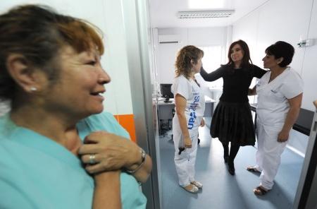 Imagen tomada del: lageneraciónsiguiente.blogspot.com (inauguración de un centro de salud en Lomas de Zamora parte de la Presidenta)