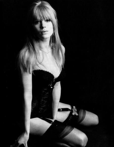 Marianne Faithfull, la cantante inglesa, en los años de sus esplendor, en los 60 del siglo pasado. Famosa novia de Mike Jagger que terminó en la miseria absoluta, para recuperarse una década después.